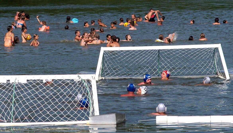 Kupanje na novljanskom jezeru